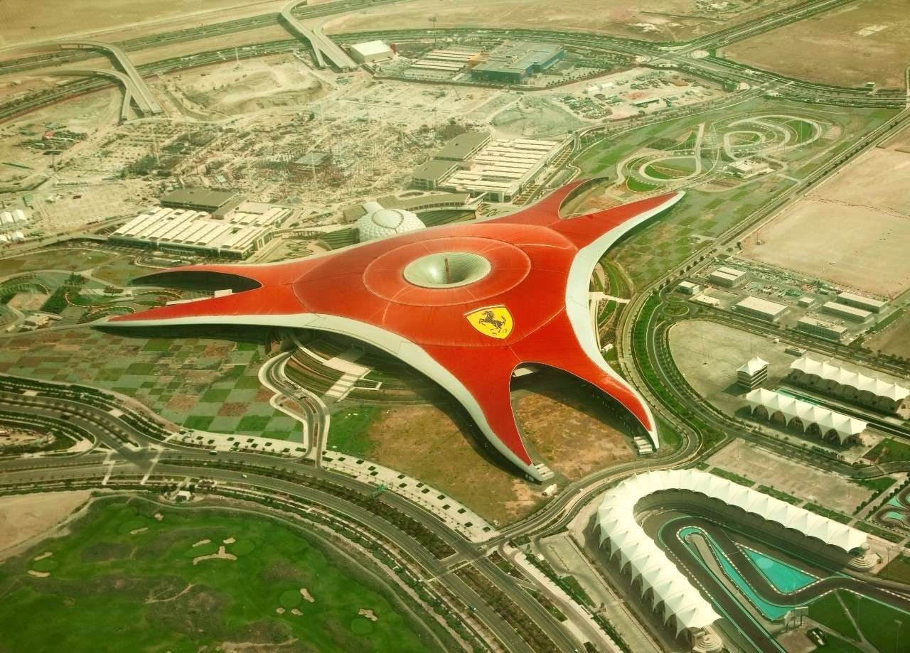 Ferrari World εντυπωσιακές κατασκευές