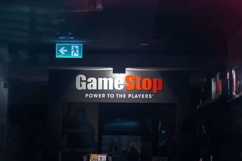 Με ακάλυπτες πωλήσεις γκρέμισαν τη GameStop!