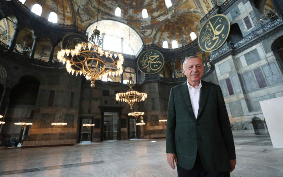 Προκαλεί ο Τούρκος πρόεδρος ενώ αναμένονται Τουρκικές έρευνες στο Αιγαίο και γίνεται προσπάθεια να μειωθεί η ένταση μεταξύ των δύο χωρών
