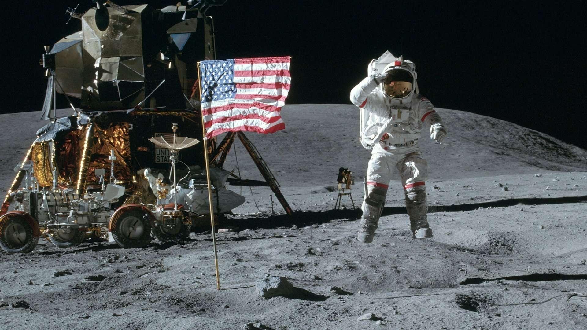 θεωρίες συνωμοσίας φεγγάρι
