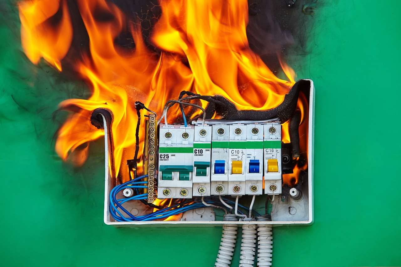 πυρκαγιά διακοπές ρεύματος Άδωνις Γεωργιάδης