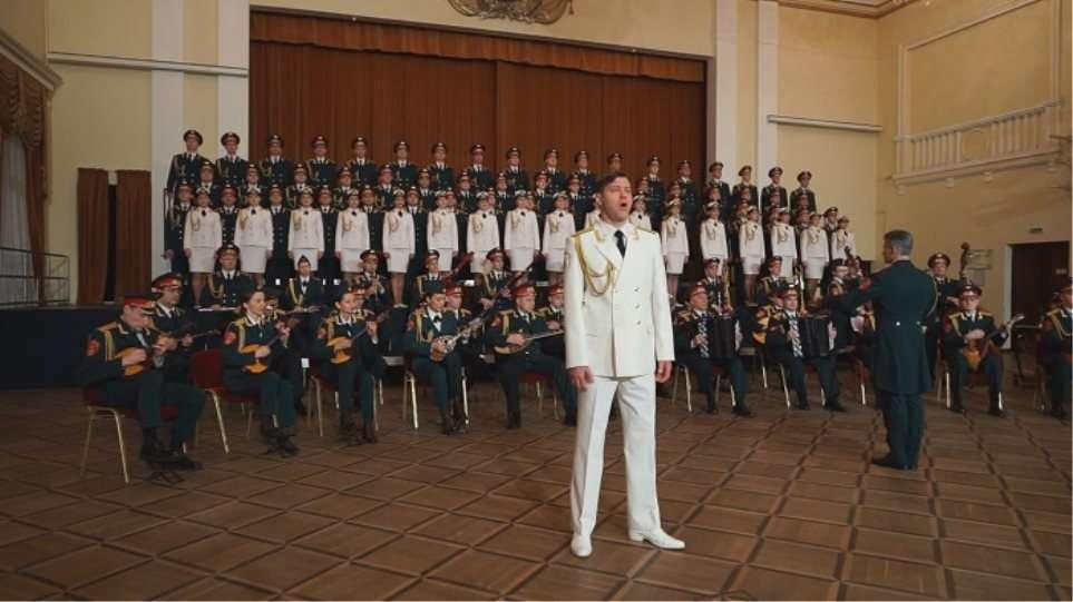 «Της Δικαιοσύνης Ήλιε Νοητέ»: Η ρώσικη Χορωδία του Κόκκινου Στρατού τραγουδά