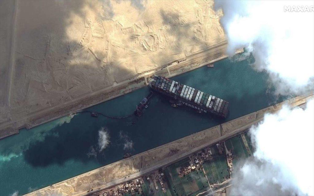 Σουέζ: Ελπίδες αποκόλλησης του Ever Given από την παλίρροια