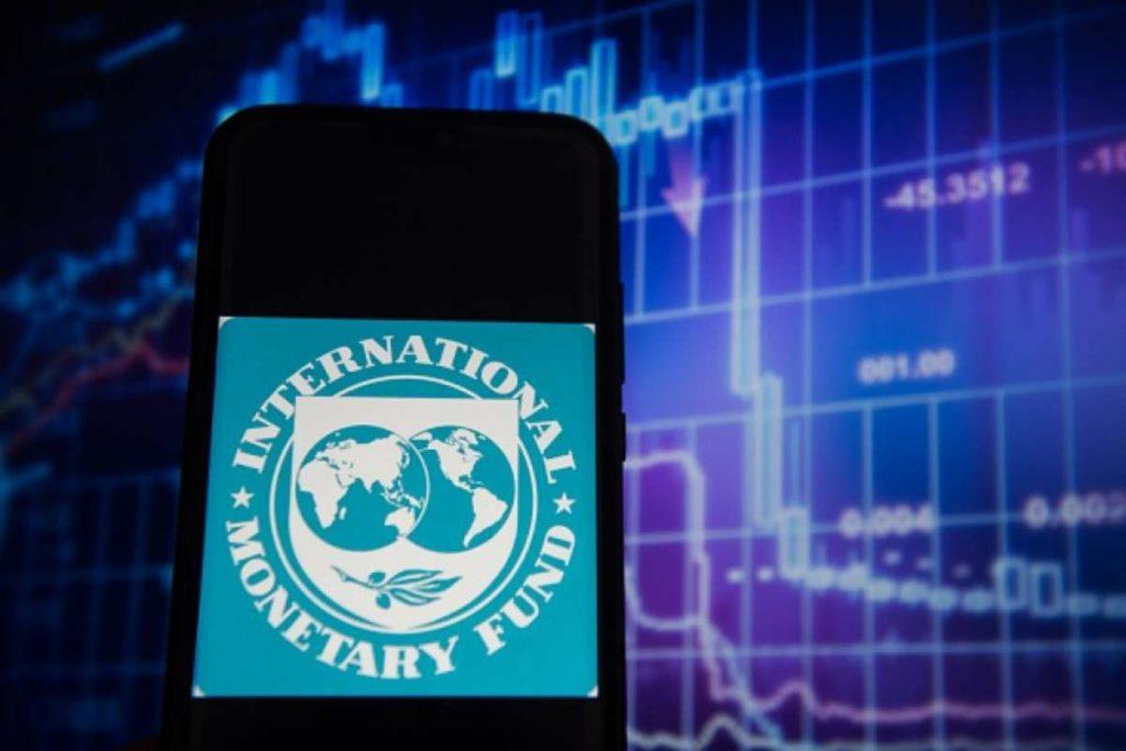 Βόμβα ΔΝΤ: Ελλείμματα στην Ελληνική οικονομία έως και το 2026
