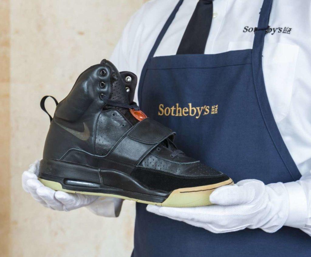 Τα sneakers του Κάνιε Γουέστ που πωλούνται 1 εκατ. δολάρια!