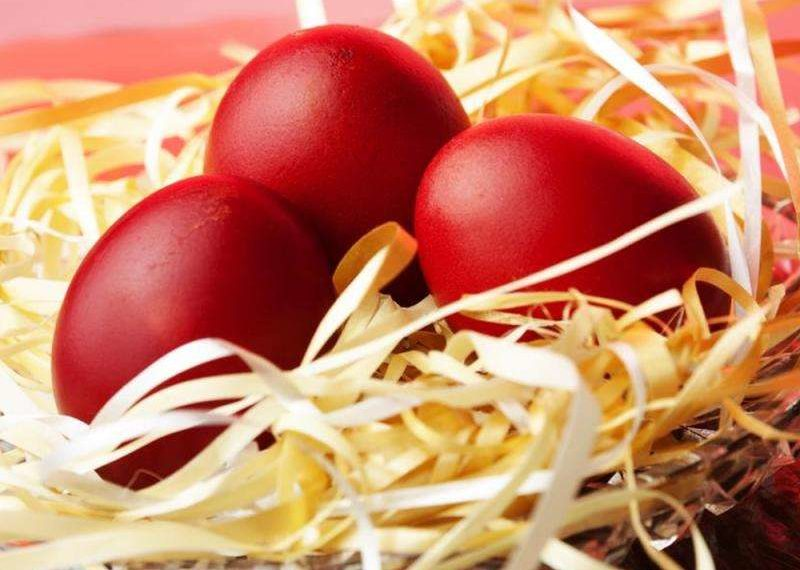 Τι συμβολίζει το βάψιμο των κόκκινων αυγών; - Αυγά κόκκινα