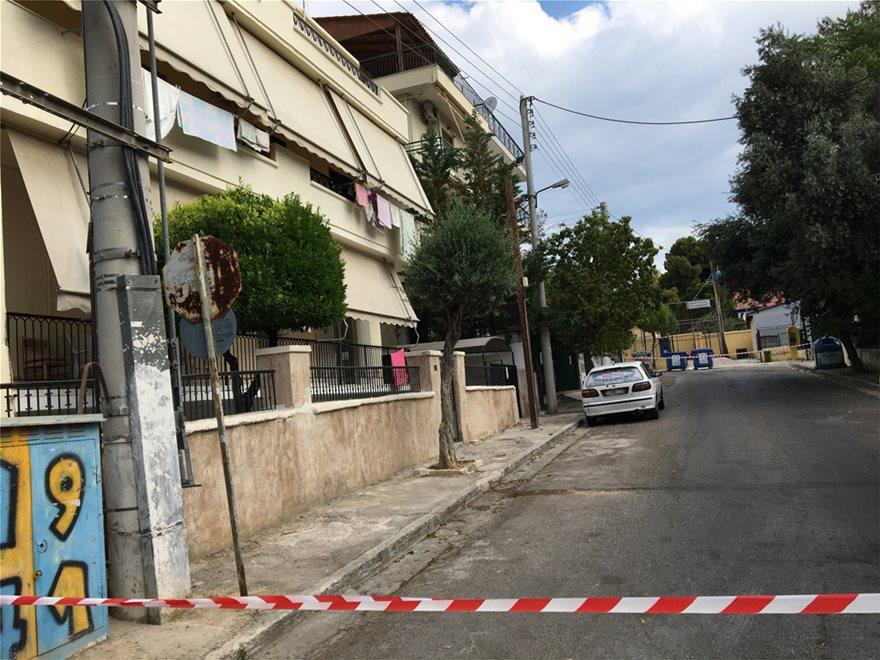 Αγία Βαρβάρα: Σκότωσαν 64χρονη έξω από το σπίτι της - Αναζητείται ο σύζυγος