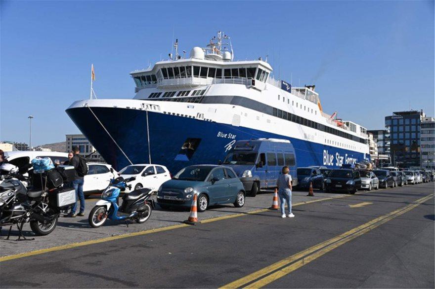 Ανεστάλη η απεργία στα πλοία - Ένταση και ταλαιπωρία στο λιμάνι