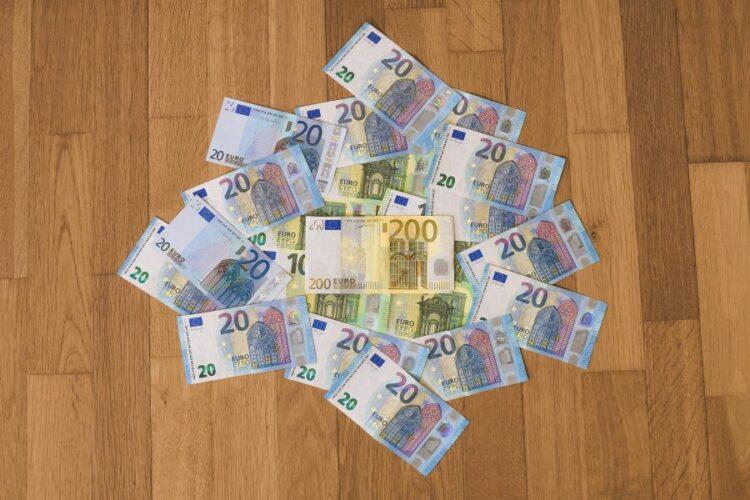 «Κοινωνικό πείραμα» στην Γερμανία με βασικό μισθό 1.200 ευρώ και χωρίς καμία υποχρέωση