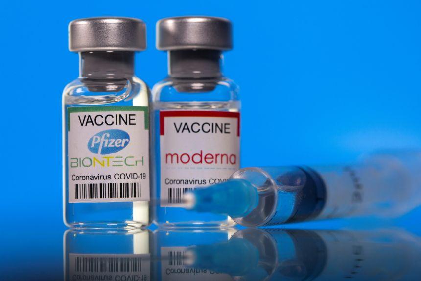 Σύντομα οι 18-29 ετών θα εμβολιάζονται και με τα εμβόλια των Pfizer και Moderna