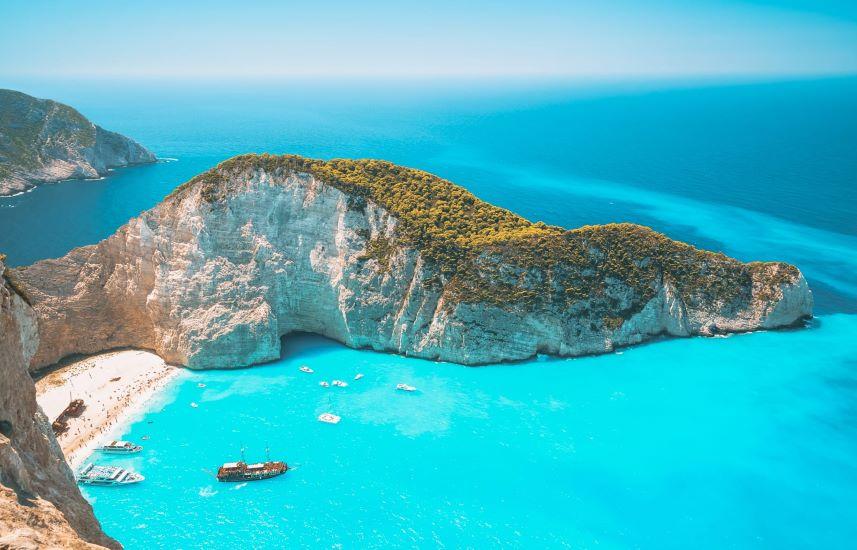 Ποια ελληνικά νησιά θα μπουν στην «πράσινη λίστα» της Βρετανίας