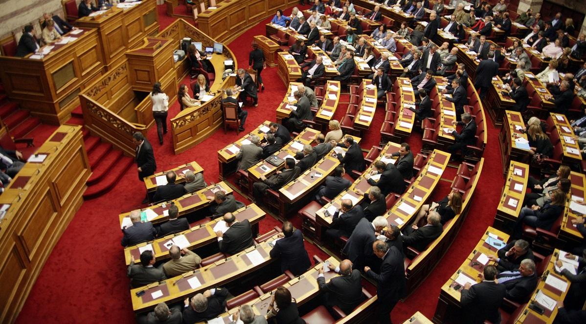 Βουλή: Κοινοβουλευτική αντιμαχία των εισηγητών των κομμάτων για το Εργασιακό ν/σ