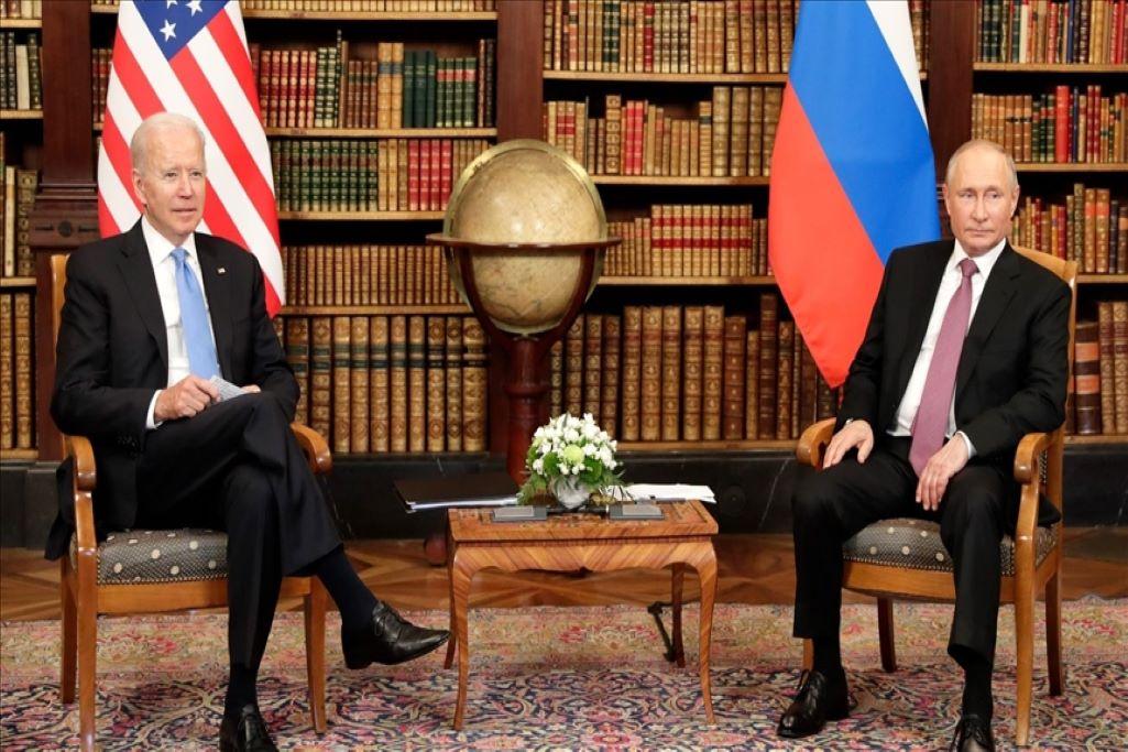Ο Μπάιντεν κατηγορεί τη Ρωσία πως επιδιώκει να αναμιχθεί στις εκλογές του 2022