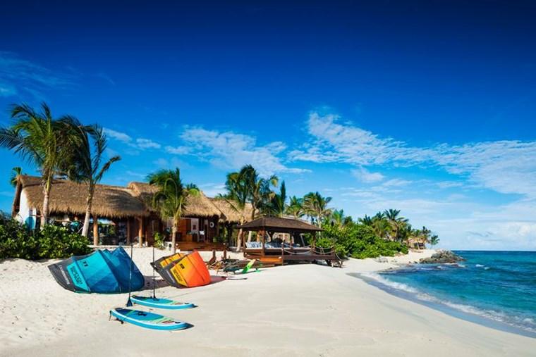 Richard Branson: Ανοίγει το ιδιωτικό του νησί για επισκέπτες