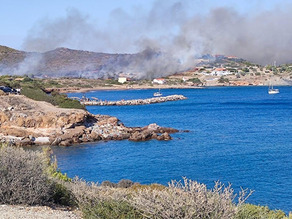 Σούνιο: Φωτιά τώρα σε θαμνώδη έκταση (ΦΩΤΟ)