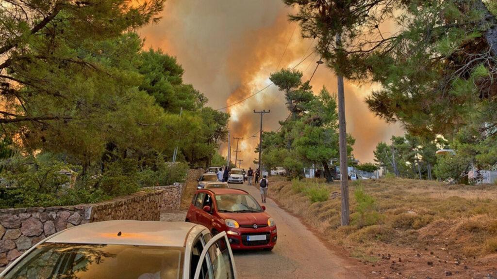 Ο απόλυτος εφιάλτης: Τίποτα δεν μπορεί να σταματήσει τη φωτιά στην Αττική