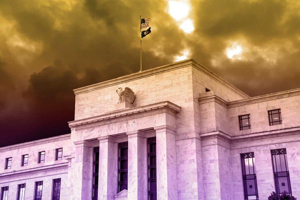 Fed: Αύξηση επιτοκίων μετά το 2023