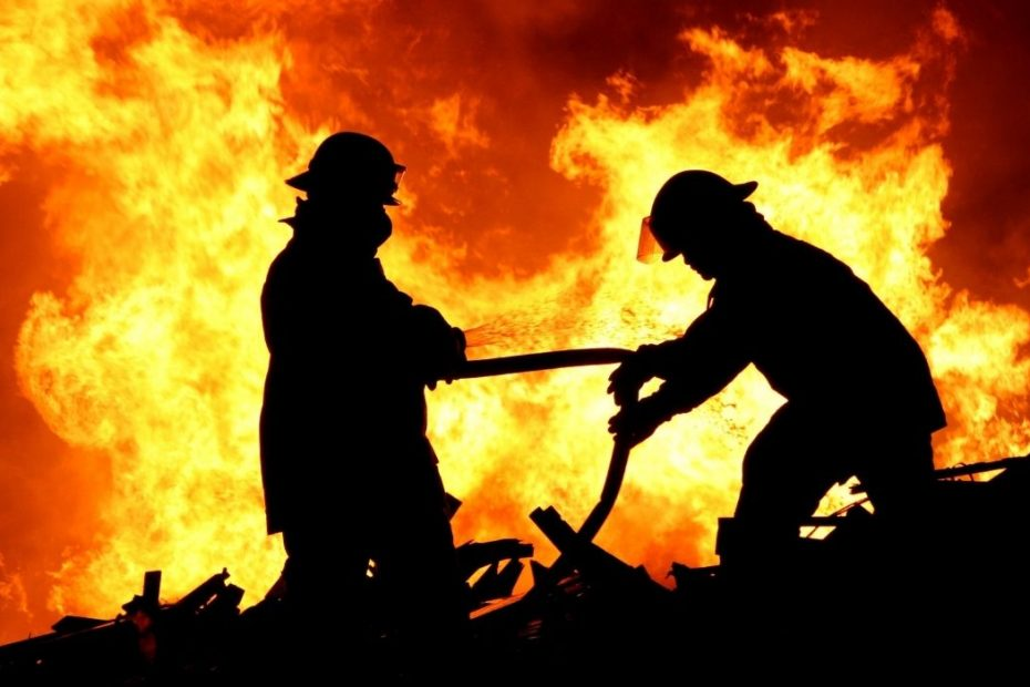 Financial Times: Η Μεσόγειος φλέγεται – 1.100 δασικές πυρκαγιές