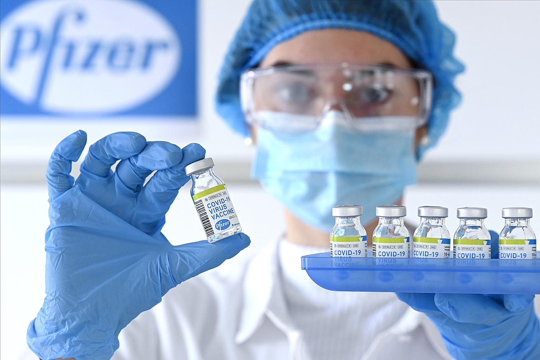 Εμβόλιο Pfizer: Έκανε αίτηση στον FDA για τρίτη δόση – Ποιους θα αφορά