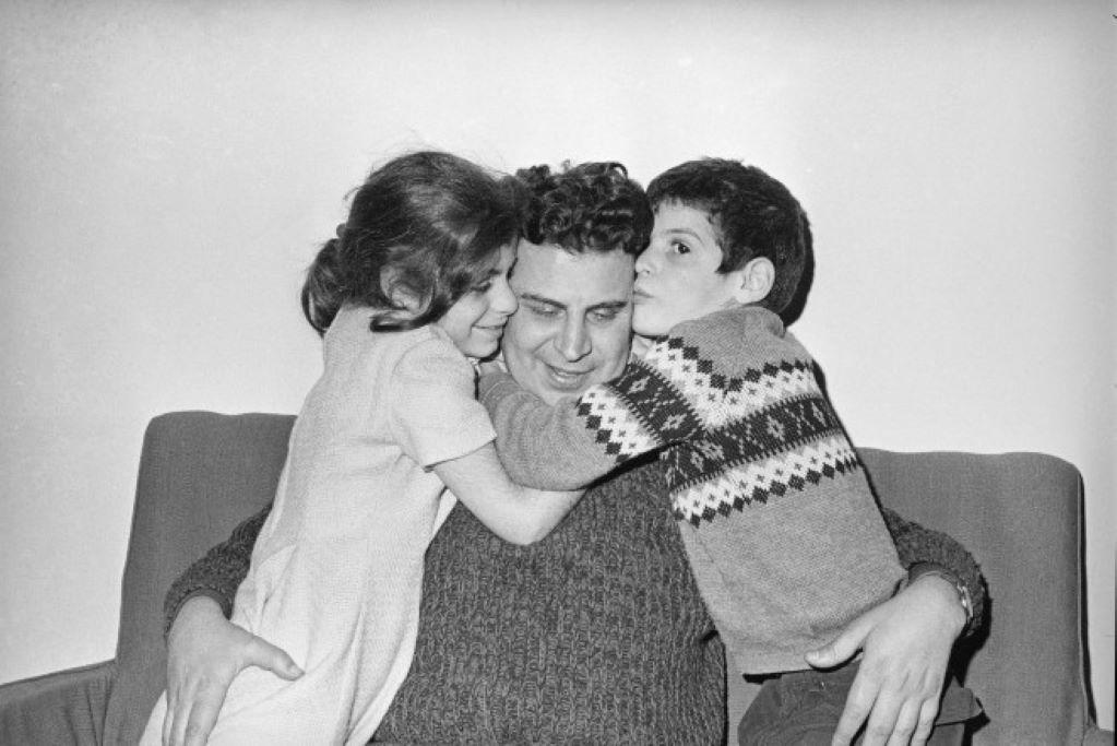 Μίκης Θεοδωράκης: Σε ποιους περνούν τα πνευματικά δικαιώματα και η ακίνητη περιουσία του