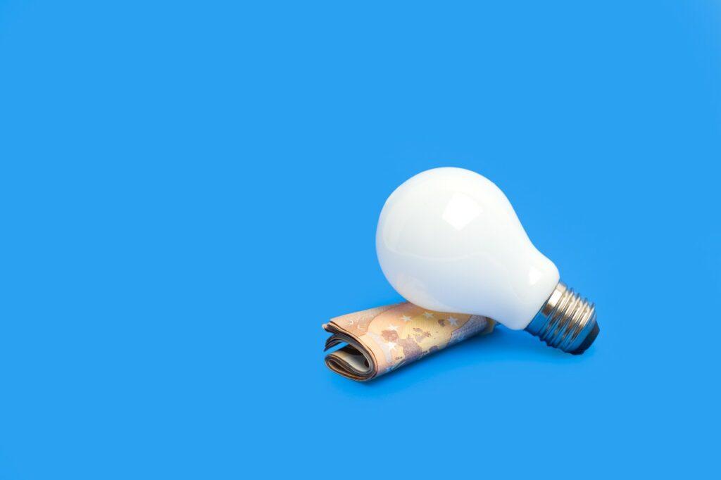 Kυβέρνηση: Πως θα προστατεύσει τα νοικοκυριά από τις αυξήσεις ρεύματος;