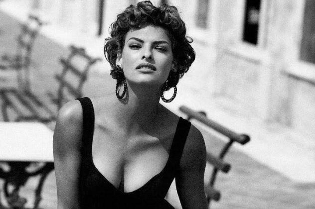 Linda Evangelista: Το «οπλοπολυβολό» της μόδας