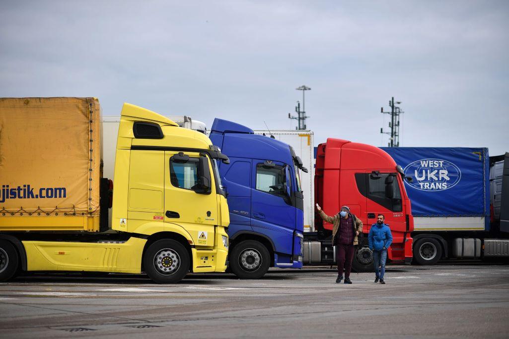 Βρετανία: Aναζητά τρόπους για να αντιμετωπίσει την έλλειψη οδηγών φορτηγών